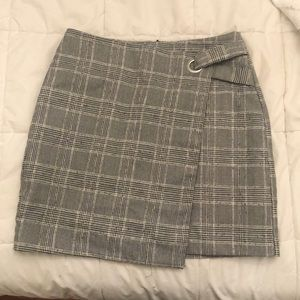 H&M plaid skirt. Size 8. Worn once.